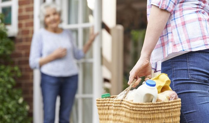 5 Easy Ways to Serve Your Neighbors